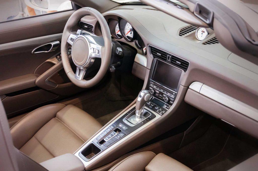 car-interior_ss_308321690